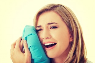 No one wants a knocked-out tooth, but it can happen. Expect the unexpected! In case of (dental) emergency:
