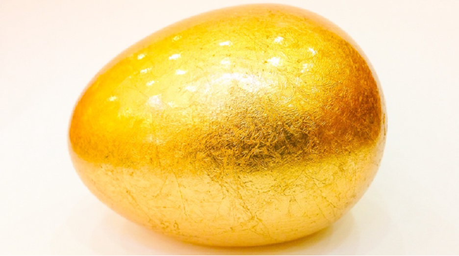 Not only are Easter eggs fun to hunt, they're also fun to decorate. Easily create a metal-leaf egg like this one.